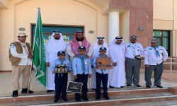 محافظ محافظة بيشة يكرم أشبال ابتدائية السقيفة عليان